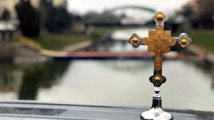 ЈУБИЛАРНО ДЕСЕТО ПЛИВАЊЕ ЗА ЧАСНИ КРСТ – НЕНАД ЖИВАНОВ ПРВИ ДОПЛИВАО