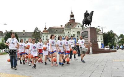 КОШАРКАШКИ МАРШ У ЗРЕЊАНИНУ ПРЕД НАСТУП РЕПРЕЗЕНТАЦИЈЕ СРБИЈЕ